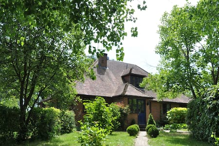 Large six bedroom country house - Huis