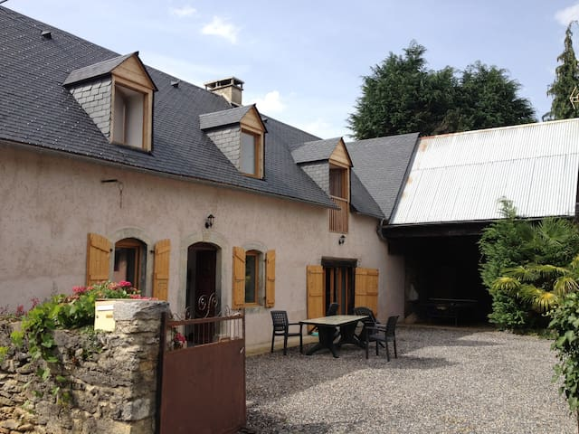 200 Year Old Farmhouse in Pyrenees - Banios - Maison