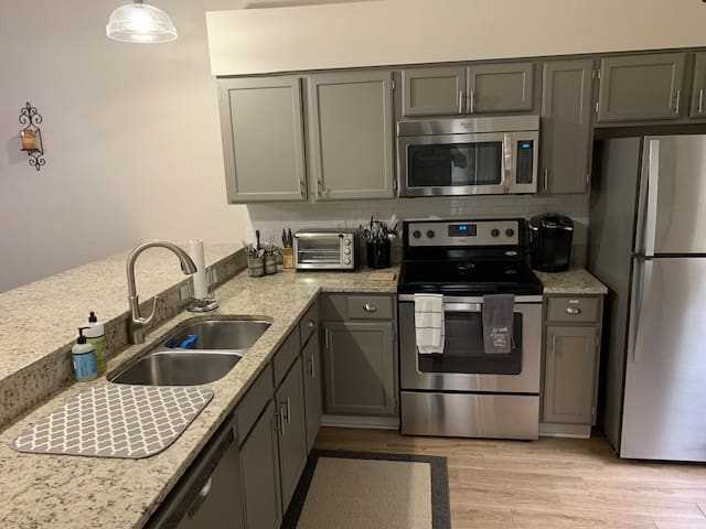 Private townhouse. Close to UF. Fully renovated.