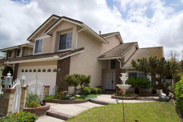 洛杉矶尔湾别墅中宽敞明亮舒适安静大房 花园小院 适合待产 、试管代孕 、商务度假旅游