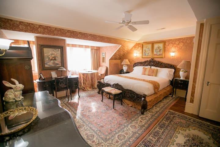 Aphrodite's Retreat - Gramercy Mansion