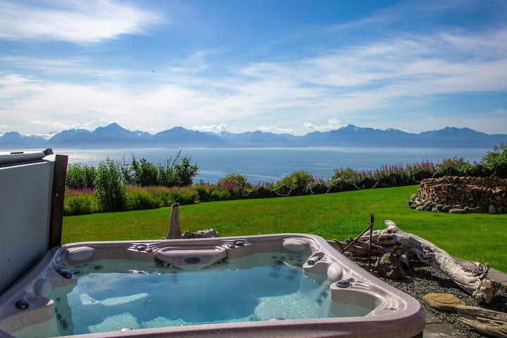 Lupine · Gorgeous Home, Private Hot Tub, Incredible View!
