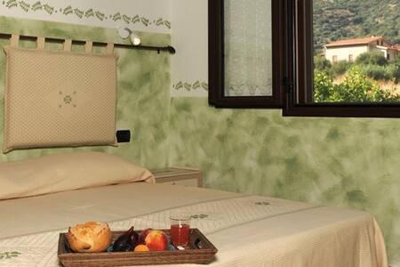 camera verde vista giardino in B&B - Fluminimaggiore - Bed & Breakfast