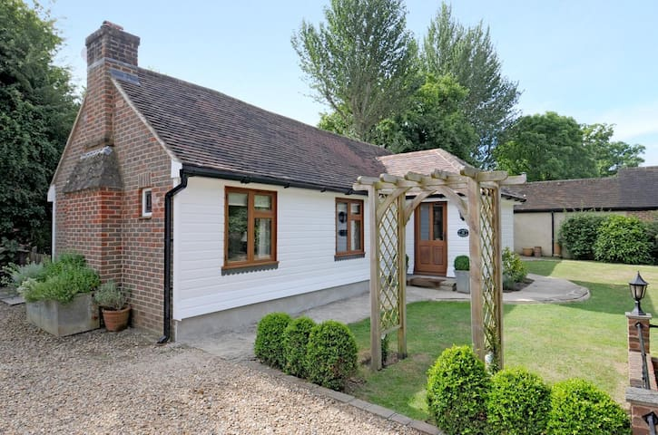 Walnut Cottage, Horsham, West Sussex - Horsham