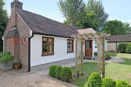 Walnut Cottage - Horsham