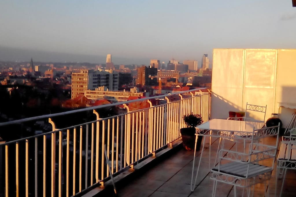 Large terrace with the best sunset view over the Brussels skyline in town