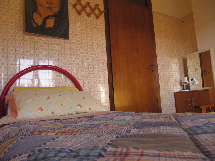 single bed  for 1 person and  mirror