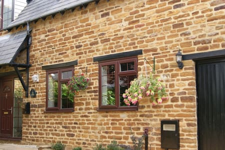 Large room with Double  Bed Village Location - Northampton - Σπίτι