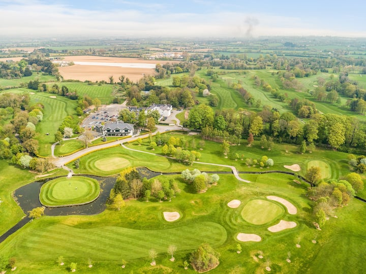 Mews No. 3 on golf course close to Dublin Airport
