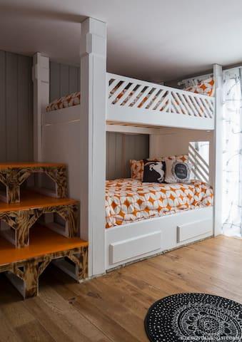 Unicorn Bedroom Main house Downstairs, 4 twin beds (bedroom 5)