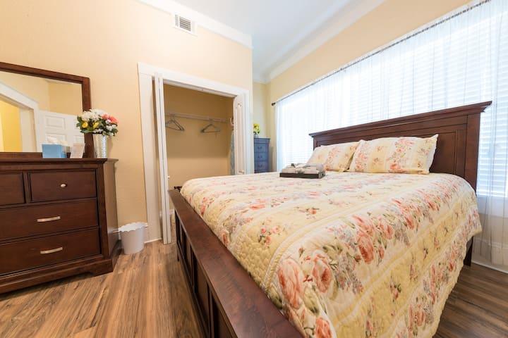 Bedroom #1, Downstairs Queen