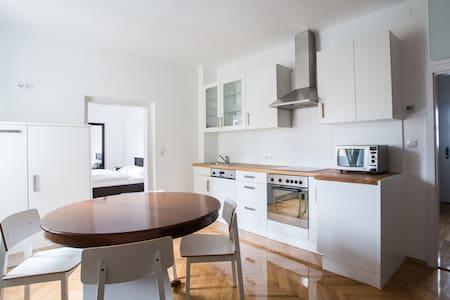 Appartement am Marktplatz - Ehrenhausen - Pis