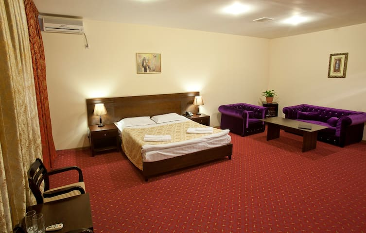 Renion Hotel - Almaty - Bed & Breakfast