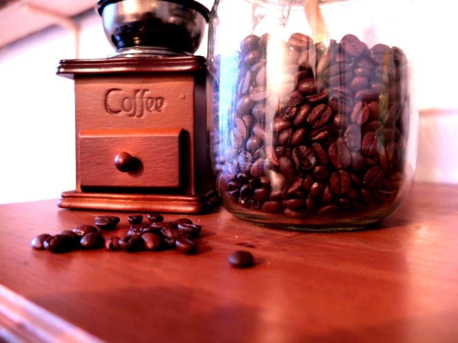 Kaffemühle ist vorhanden