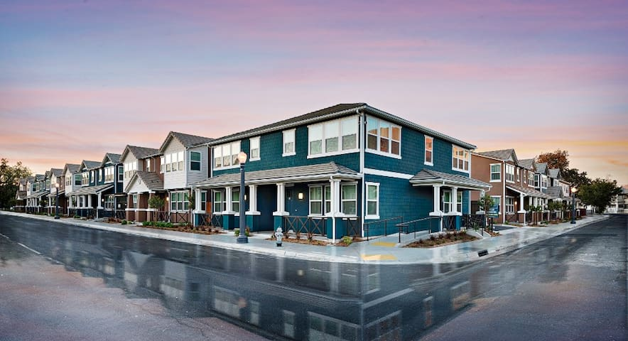 Home Away from Home Vacation Rental - Fresno - Flat