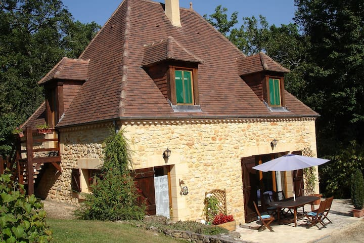 Beautiful stone cottage near Sarlat - Veyrines-de-Domme - House