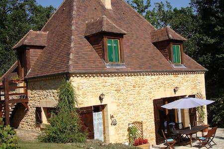 Beautiful stone cottage near Sarlat - Veyrines-de-Domme - Casa