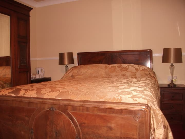 Double Room with Ensuite 2