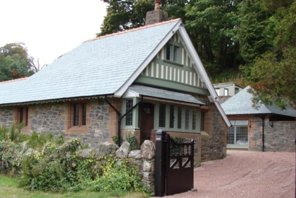 The Lodge House Glenluiart