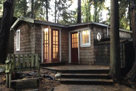 Oceanside Cottage In The Trees - Salt Spring Island - Cabin