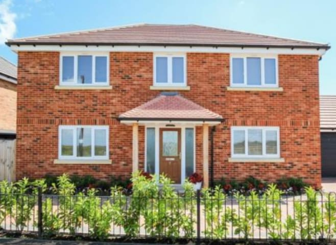 Double Room (rear) in Modern Detached House