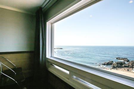 몽돌해변,4인실, 복측형(다락방), 이호해수욕장, 공항근처 - Jeju-si