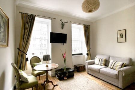 Royal Mile Tower Apartment - Edimburg - Pis