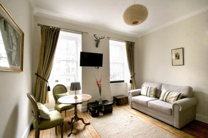 Royal Mile Tower Apartment