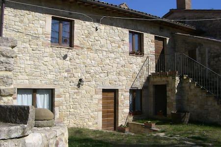 Antico casale in campagna - Monte Castello di Vibio
