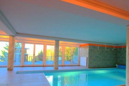 Villa Albert luxury with pool,5 min. city center - Budapest