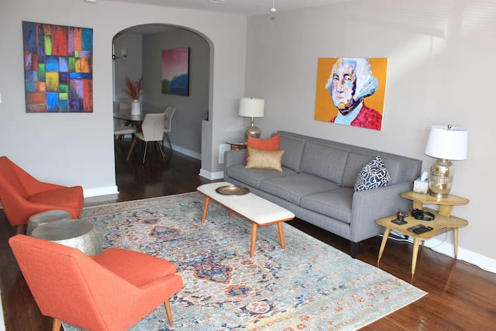 Private Bedroom in Beautiful DC Townhome