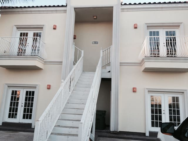 #3 Modern 2 / 2 Bath-Next to Beach! - South Padre Island - Huoneisto