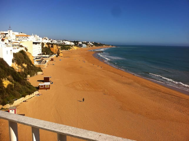 Typical house in Albufeira 3 min from the beach