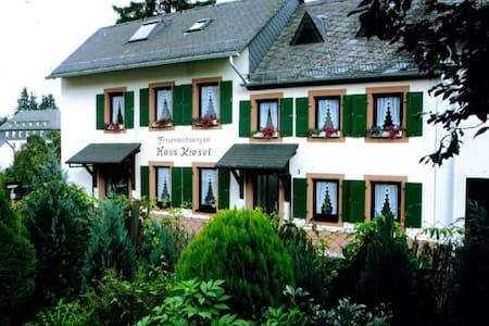 Vakantiehuis Kiesel, Manderscheid - Talo
