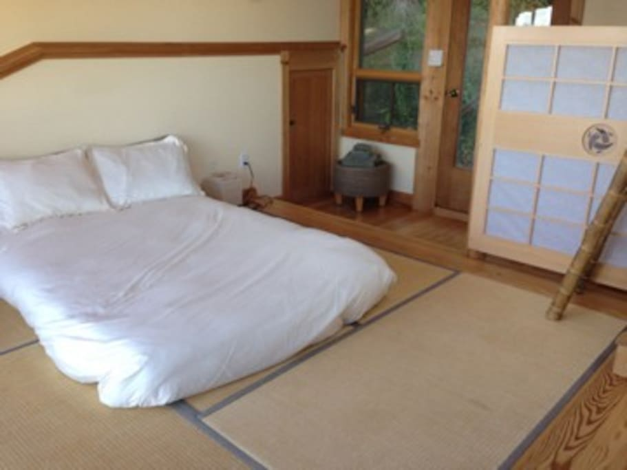 the bed on tatami mats
