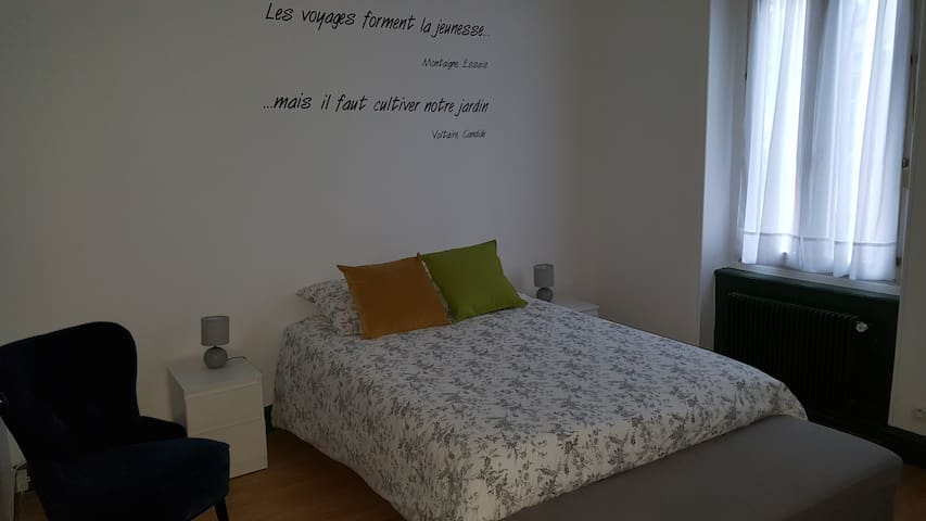 Airbnb 18 Rue Hannong Vacation Rentals Places To Stay