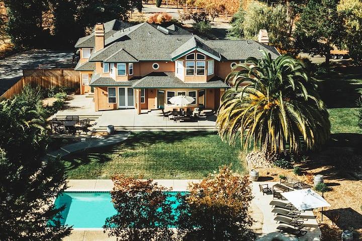 KANZLER | Vineyard House with Hot Tub & Pool
