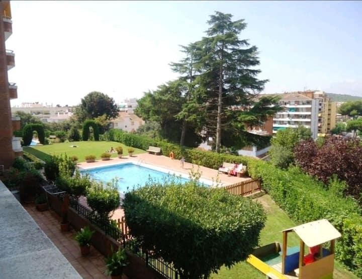 Apartamento resort 2, con gran jardín y  piscina.