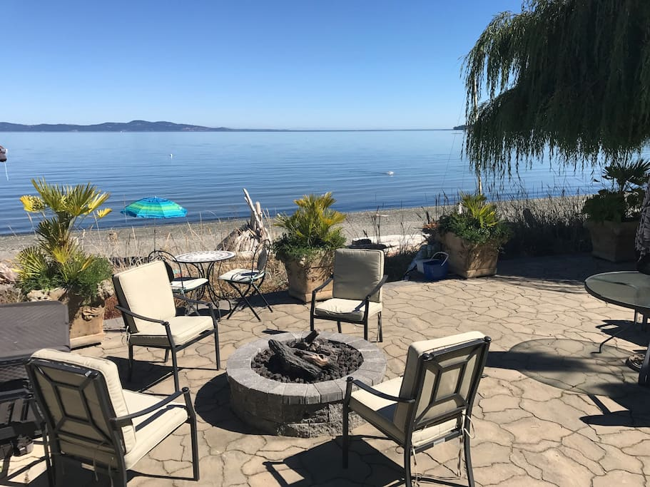 Cordova Bay Exec Beach House Suite - Houses for Rent in ...