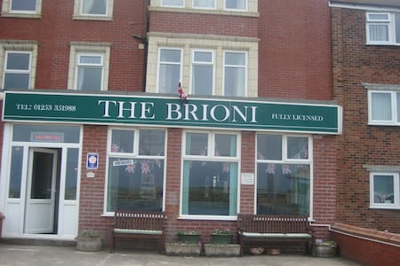 Seafront establishment - Blackpool - Bed & Breakfast