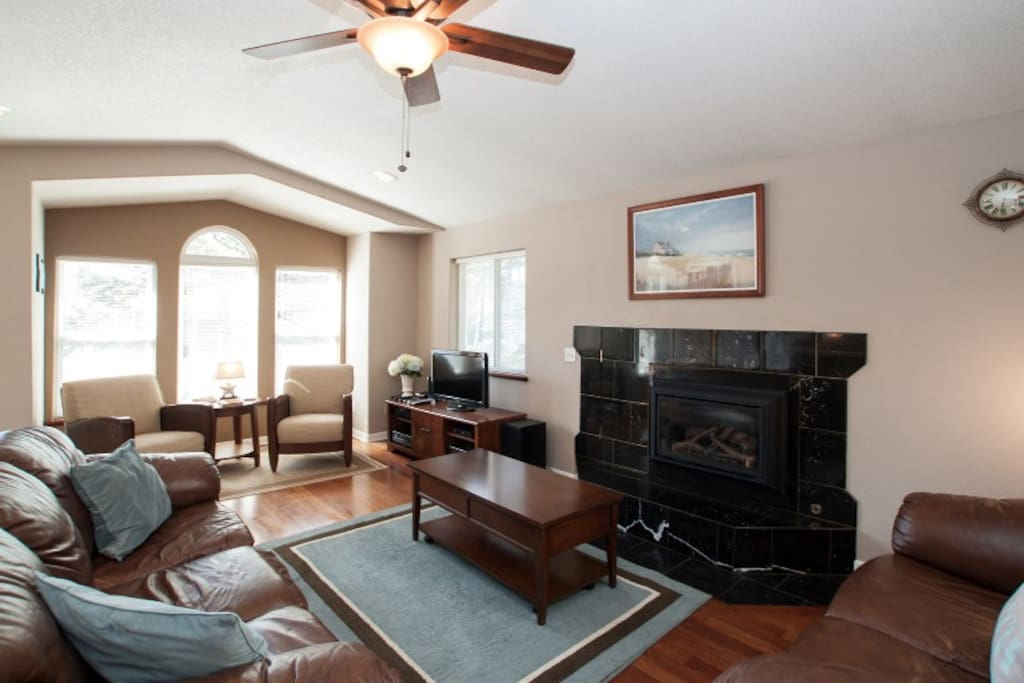 Upstairs Living Room with Gas Fireplace & Flat Screen TV