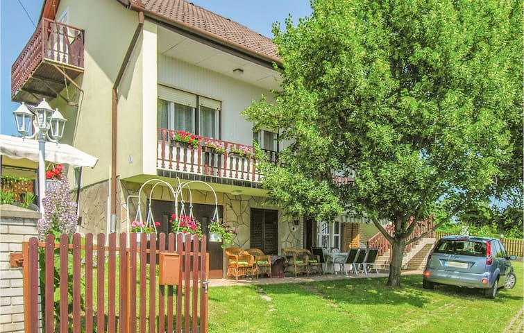 Holiday cottage with 6 bedrooms on 145m² in Gyenesdiás