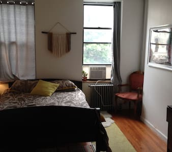 ENTIRE cute 2br apt in trendy Bushwick near subway - Brooklyn - Apartment