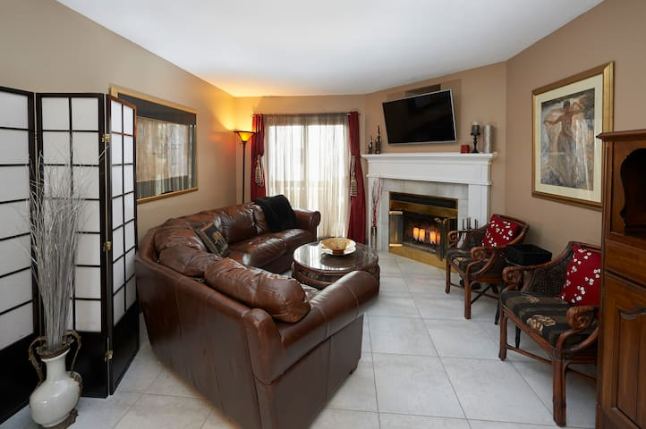 Executive Condo in Waterloo Region - Kitchener - Apartemen