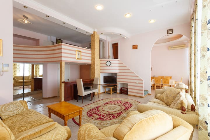 Duplex  3 BR Apartment with jacuzzi by Opera House