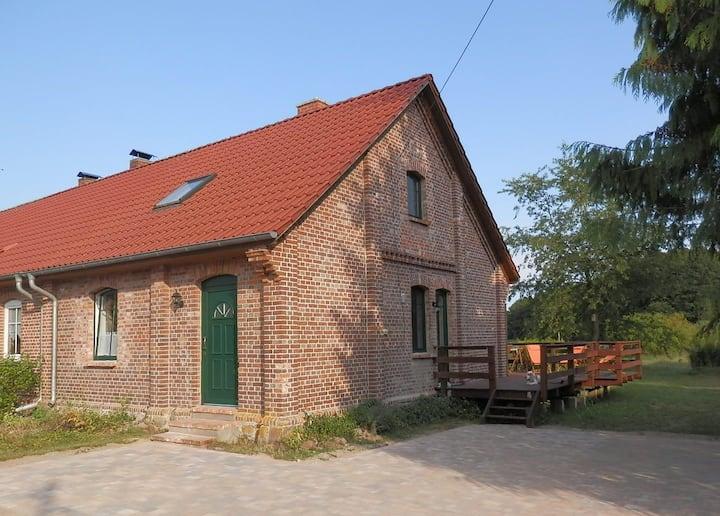 Ferienhaus mit großem Garten bei Krakow am See