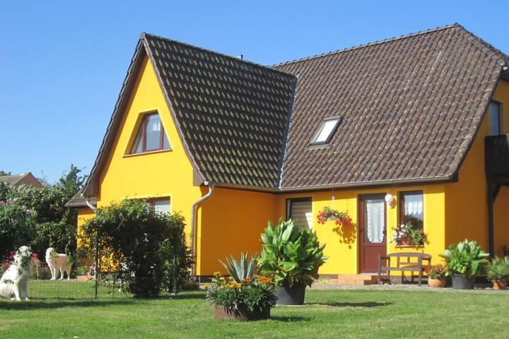 Modern appartement met privétuin in Bastorf, Duitsland