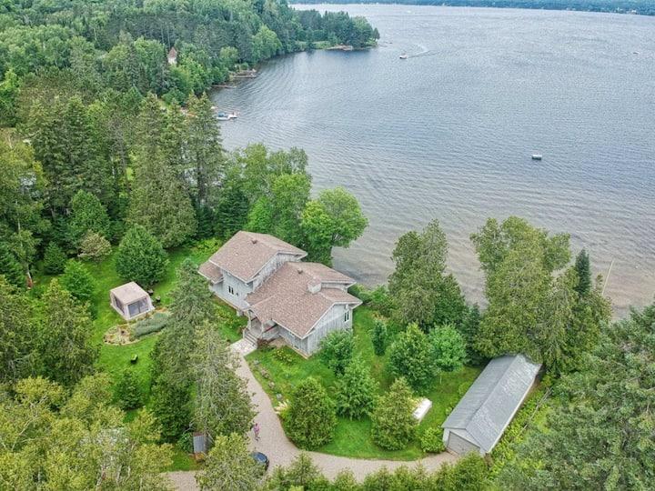 Superbe propriété directement sur Lac-Des-Plages
