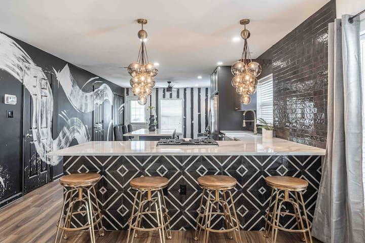 #RockwellPlayce- designer home w/custom 👀 murals 🖤