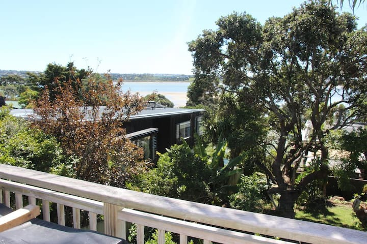 Large home with beautiful seaviews in Bayswater